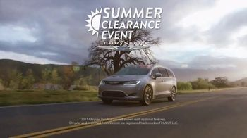 Chrysler Summer Clearance Event TV Spot, 'Discover' [T2] - Thumbnail 3