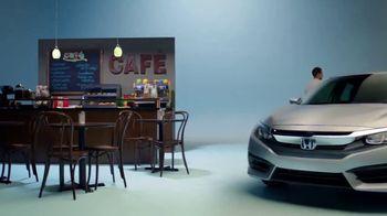 Honda Celebración de Verano TV Spot, '2017 Civic LX Sedan' [Spanish] [T2] - Thumbnail 3