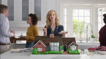 National Association of Realtors TV Spot, 'Housewarming Party Cake' - Thumbnail 2