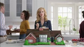 National Association of Realtors TV Spot, \'Housewarming Party Cake\'