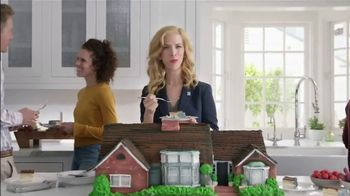 National Association of Realtors TV Spot, 'Housewarming Party Cake' - Thumbnail 5