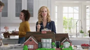 National Association of Realtors TV Spot, 'Housewarming Party Cake' - Thumbnail 6