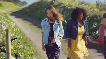 Old Navy TV Spot, '#SayHi to the Tiered Cami Dress' Song by Icona Pop - Thumbnail 2
