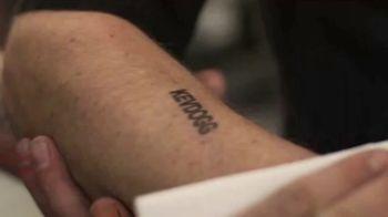Tub O'Towels Heavy Duty TV Spot, 'KevDogg at It Again Stamping Dave!' - Thumbnail 5