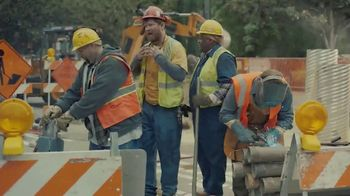 Chick-fil-A Chick-n-Minis TV Spot, 'Construction Workers' - Thumbnail 7