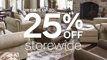Ashley HomeStore Anniversary Sale TV Spot, 'Rolling Out the Red Carpet' - Thumbnail 5