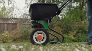Lowe's Spring Black Friday TV Spot, 'Good Backyard: Miracle-Gro Soil' - Thumbnail 8