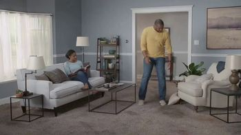 Lowe's Spring Black Friday TV Spot, 'The Moment: Old Carpet: Deluxe' - Thumbnail 1