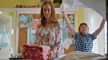 JCPenney TV Spot, 'Feel-Good Moments' Song by Redbone - Thumbnail 3