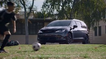 Chrysler Spring Sales Event TV Spot, 'Soccer Practice' Featuring Kathryn Hahn [T2] - Thumbnail 1