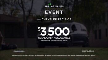 Chrysler Spring Sales Event TV Spot, 'Soccer Practice' Featuring Kathryn Hahn [T2] - Thumbnail 9