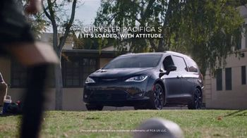 Chrysler Spring Sales Event TV Spot, 'Soccer Practice' Featuring Kathryn Hahn [T2] - Thumbnail 7