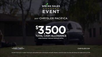 Chrysler Spring Sales Event TV Spot, 'Soccer Practice' Featuring Kathryn Hahn [T2] - Thumbnail 8