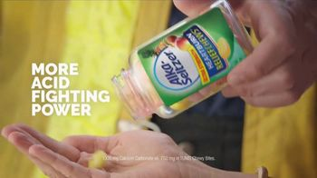 Alka-Seltzer Heartburn Relief Chews TV Spot, 'Fireman in the Cafe: Gummies' - Thumbnail 6