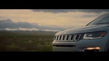 2017 Jeep Compass TV Spot, 'Big Move' [T1] - Thumbnail 5