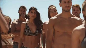 Corona Extra Summer Beach Can TV Spot, 'Beach in a Can' Song by Jimmy Cliff - Thumbnail 2
