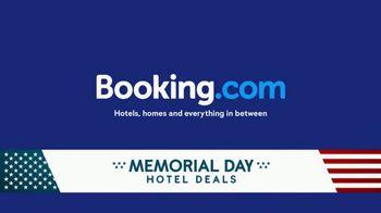 Booking.com Memorial Day Hotel Deals TV Spot, 'Driving Range' - Thumbnail 9