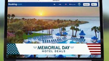 Booking.com Memorial Day Hotel Deals TV Spot, 'Driving Range' - Thumbnail 8