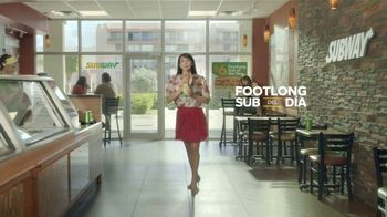 Subway $6 Footlong Sub del Dia TV Spot, 'Festejar' [Spanish] - Thumbnail 3