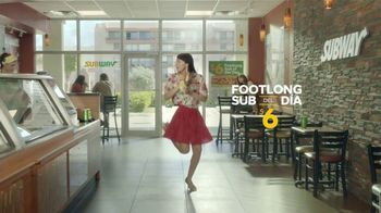 Subway $6 Footlong Sub del Dia TV Spot, 'Festejar' [Spanish] - Thumbnail 4