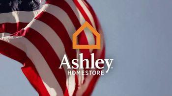 Ashley Homestore Memorial Day Mattress Event TV Spot, 'King for Queen' - Thumbnail 1