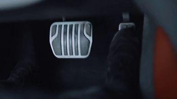 Castrol EDGE TV Spot, 'Titanium Strong: Gotta Push It' - Thumbnail 6