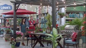 Lowe's Outdoor Entertaining Event TV Spot, 'The Moment: Outdoor Look' - Thumbnail 5