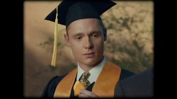 Taco Bell Naked Chicken Chips TV Spot, 'Graduation Day' - Thumbnail 5
