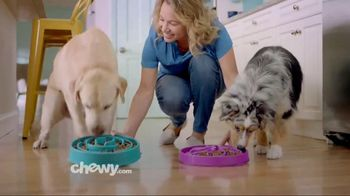 Chewy.com TV Spot, 'Chewy Keeps Our Pets Happy' - Thumbnail 6