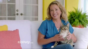 Chewy.com TV Spot, 'Chewy Keeps Our Pets Happy' - Thumbnail 8