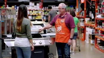 The Home Depot Memorial Day Savings TV Spot, 'Grill, Trimmer and Blower' - Thumbnail 5