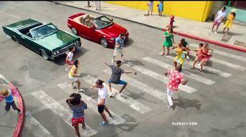 Old Navy TV Spot, 'Dale sabor a tu verano' canción de Sofi Tukker [Spanish] - Thumbnail 2