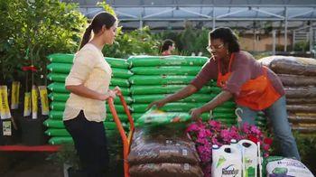 The Home Depot Memorial Day Savings TV Spot, 'Mulch' - Thumbnail 4