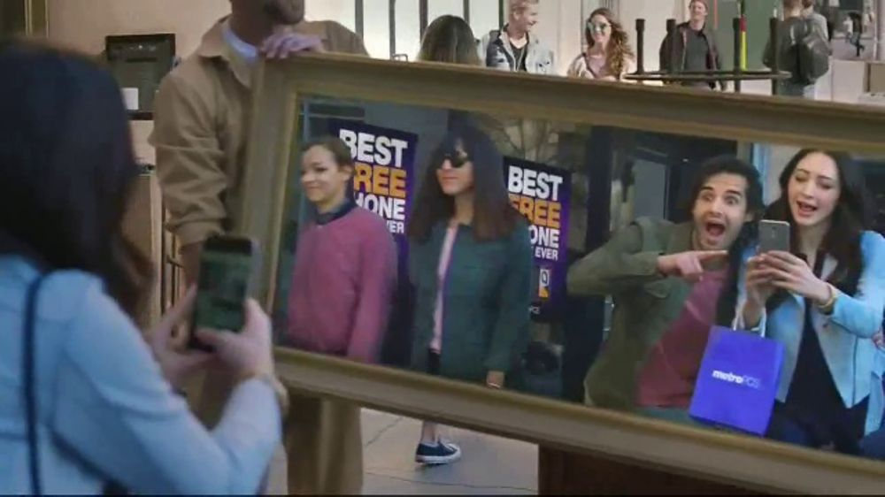 MetroPCS Best Free Phone Event Ever TV Commercial, 'Take a Picture of  Yourself' - Video