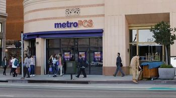 MetroPCS Best Free Phone Event Ever TV Spot, 'Take a Picture of Yourself' - Thumbnail 1