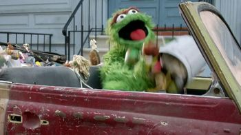 Chrysler Pacifica TV Spot, 'Trash Talk: Sesame Street' [T2] - Thumbnail 6