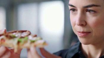 Papa John's XL 2-Topping Pizza TV Spot, 'Control de calidad' [Spanish] - Thumbnail 1