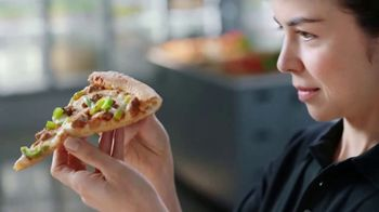 Papa John's XL 2-Topping Pizza TV Spot, 'Control de calidad' [Spanish] - Thumbnail 2