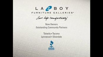 La-Z-Boy The Weekend Sale TV Spot, 'Recliners and Sofas' - Thumbnail 7