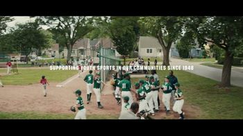 Dick's Sporting Goods TV Spot, 'Team Photo' Song by Macklemore & Ryan Lewis - Thumbnail 9