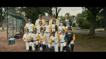 Dick's Sporting Goods TV Spot, 'Team Photo' Song by Macklemore & Ryan Lewis - Thumbnail 8