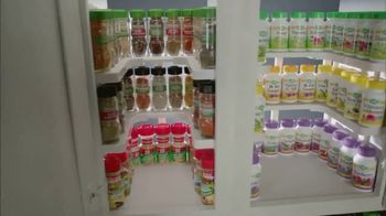 Spicy Shelf Deluxe TV Spot, 'Stackable Kitchen Organizer Spice Rack' - Thumbnail 2