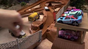 Disney Pixar Cars 3 Thunder Hollow Criss-Cross Trackset TV Spot, 'Derby' - Thumbnail 2