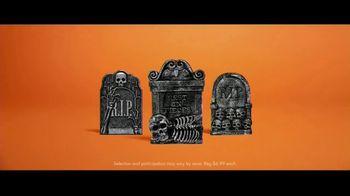 Party City TV Spot, 'Halloween House Battle: Tombstones' - Thumbnail 7