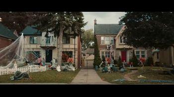 Party City TV Spot, 'Halloween House Battle: Tombstones' - Thumbnail 2