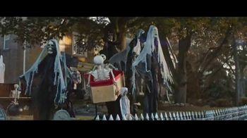 Party City TV Spot, 'Halloween House Battle: Tombstones' - Thumbnail 3