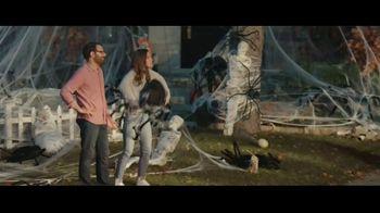 Party City TV Spot, 'Halloween House Battle: Tombstones' - Thumbnail 4