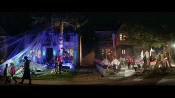 Party City TV Spot, 'Halloween House Battle: Tombstones' - Thumbnail 5