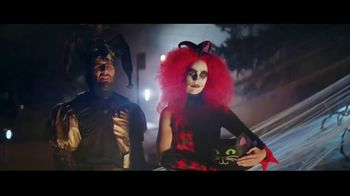 Party City TV Spot, 'Halloween House Battle: Tombstones' - Thumbnail 6