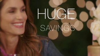 Meaningful Beauty TV Spot, 'Glamour & Glow Duo' Featuring Cindy Crawford - Thumbnail 4